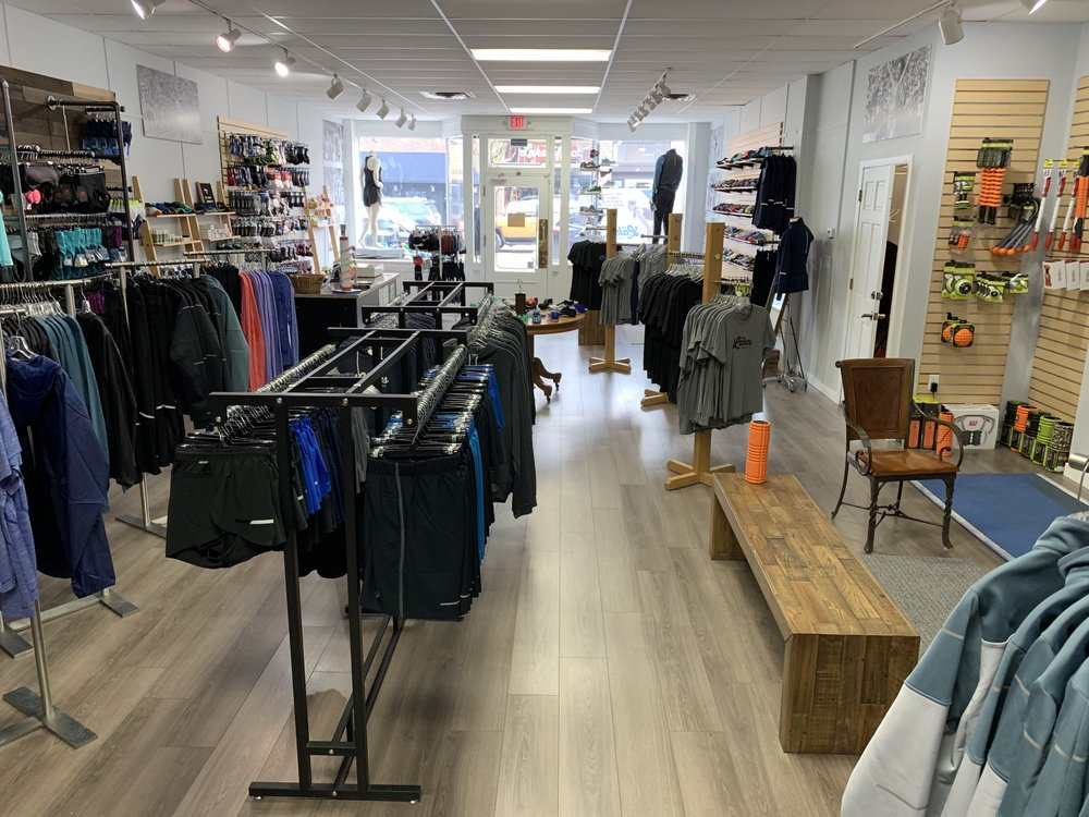 The Lakes Running Company: 218 Water St, Excelsior, MN