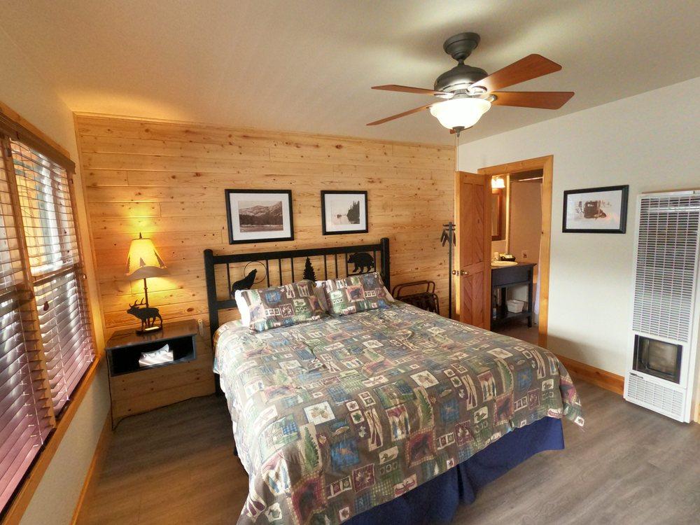 Creekside Lodge: 14820 Hwy 89, Markleeville, CA