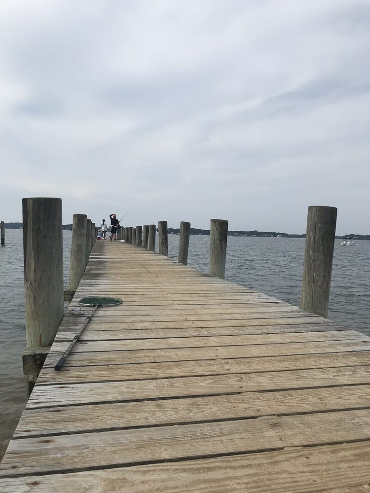 Fifth Street Beach & Park: Foot Of Fifth St, Greenport, NY
