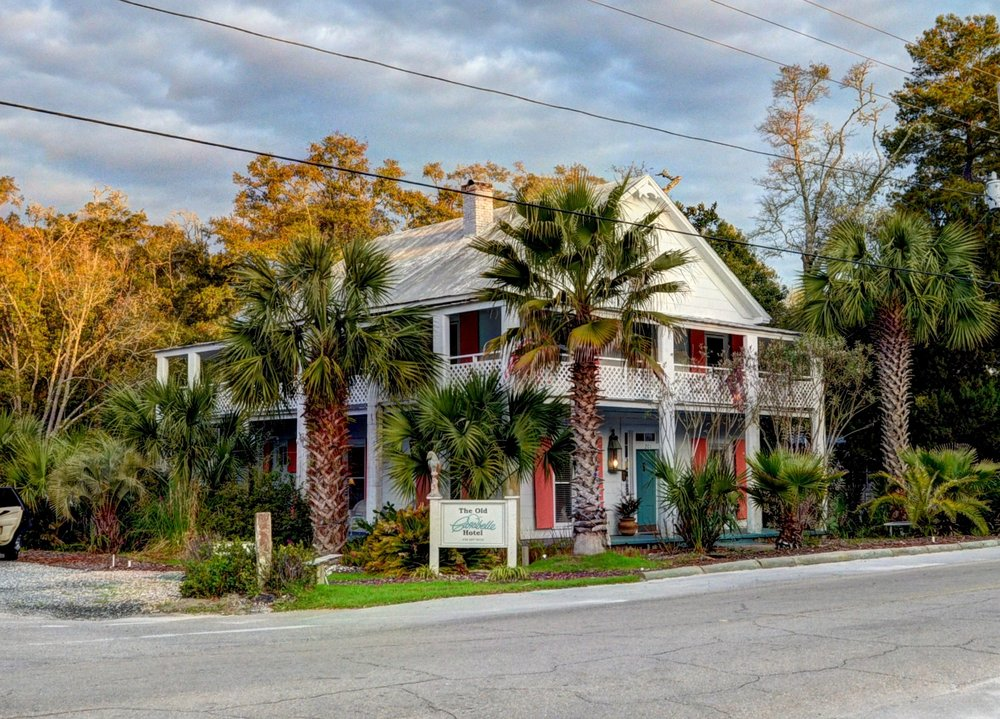 Old Carrabelle Hotel: 201 Tallahassee St, Carrabelle, FL