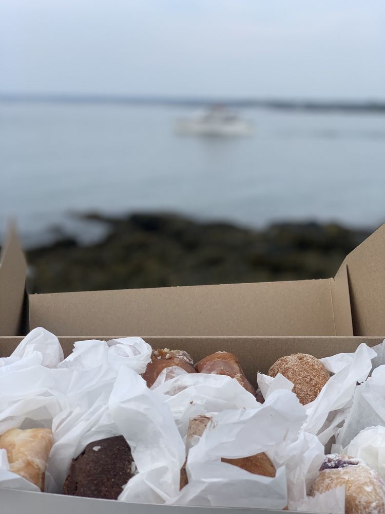 Congdon's Doughnuts Family Restaurant & Bakery: 1090 Post Rd, Wells, ME