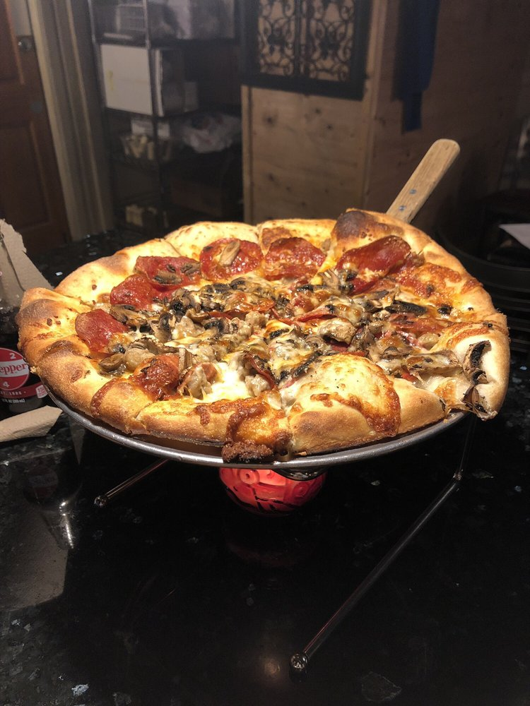 Dough Trader Pizza Company: 543 W Jackson Blvd, Spearfish, SD