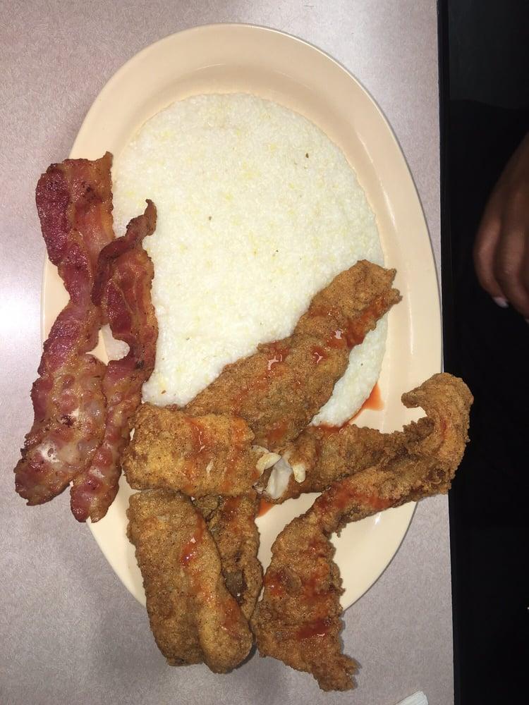 Corner Diner: 106 E Boyce St, Manning, SC