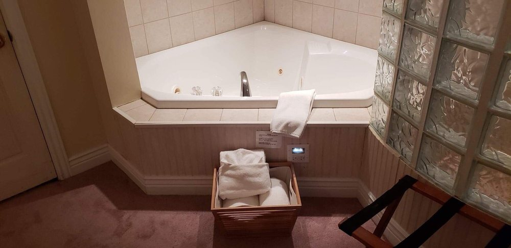 Two person jacuzzi tub in the room - Yelp