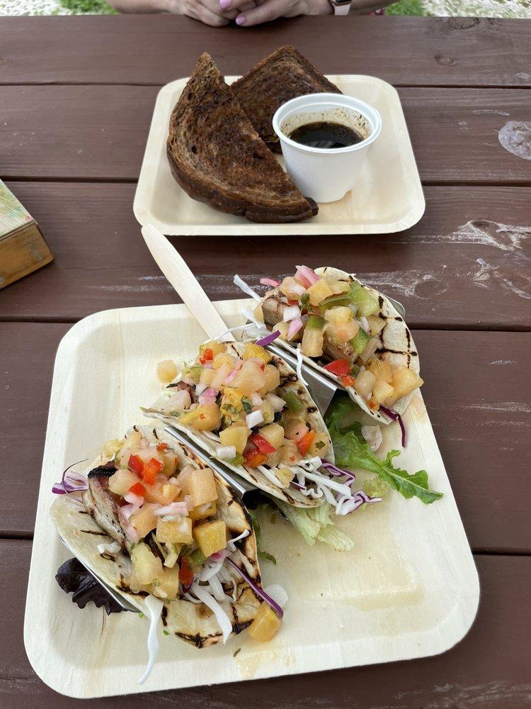 Bongos Cafe: 59300 Overseas Hwy, Marathon, FL