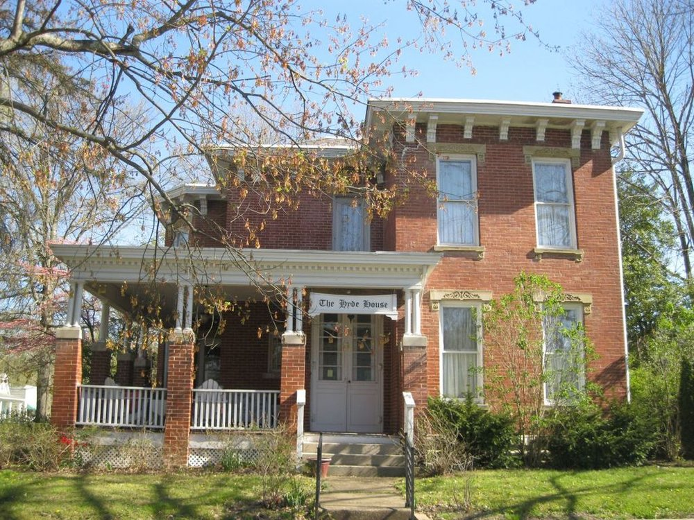 Hyde House Bed and Breakfast: 138 Fort St, Nelsonville, OH
