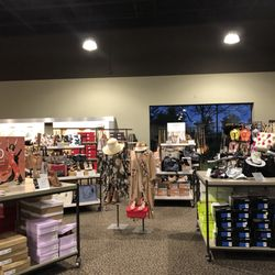 128a39aa5b2 DSW Designer Shoe Warehouse - 28 Photos   19 Reviews - Shoe Stores ...