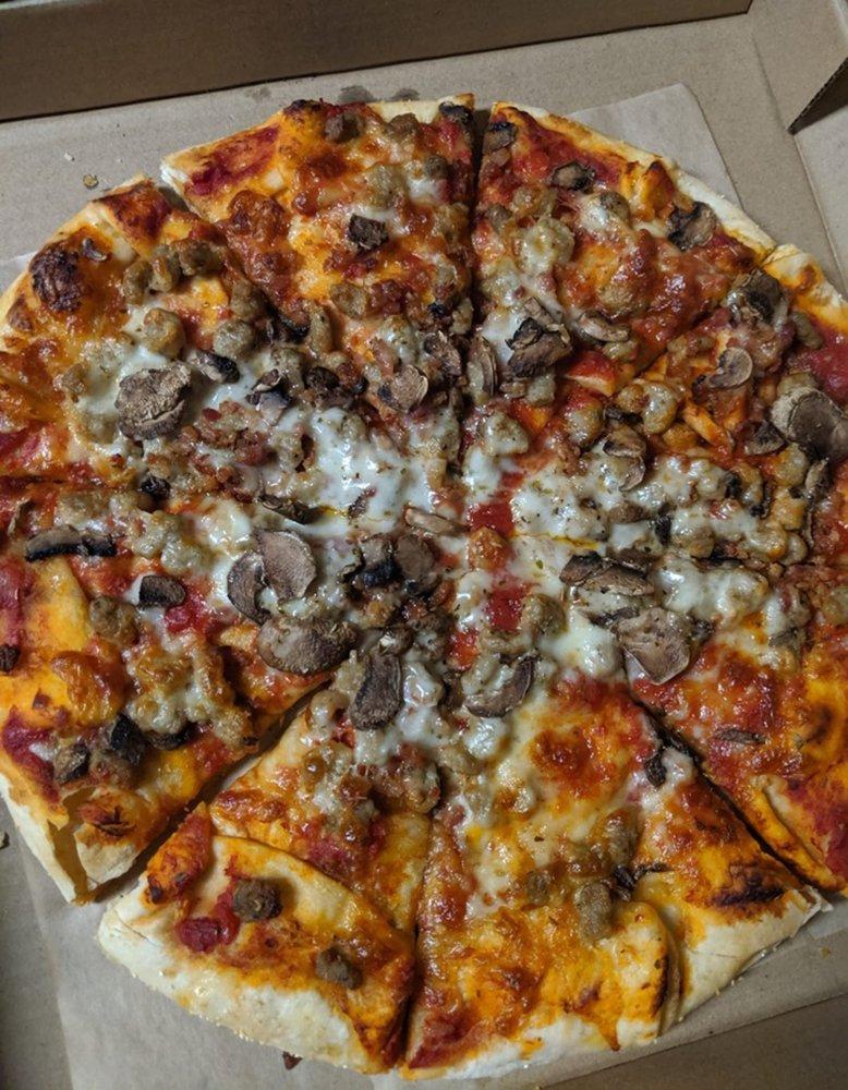 Babe's Pizza: 170 Reservoir Rd, Burnsville, NC