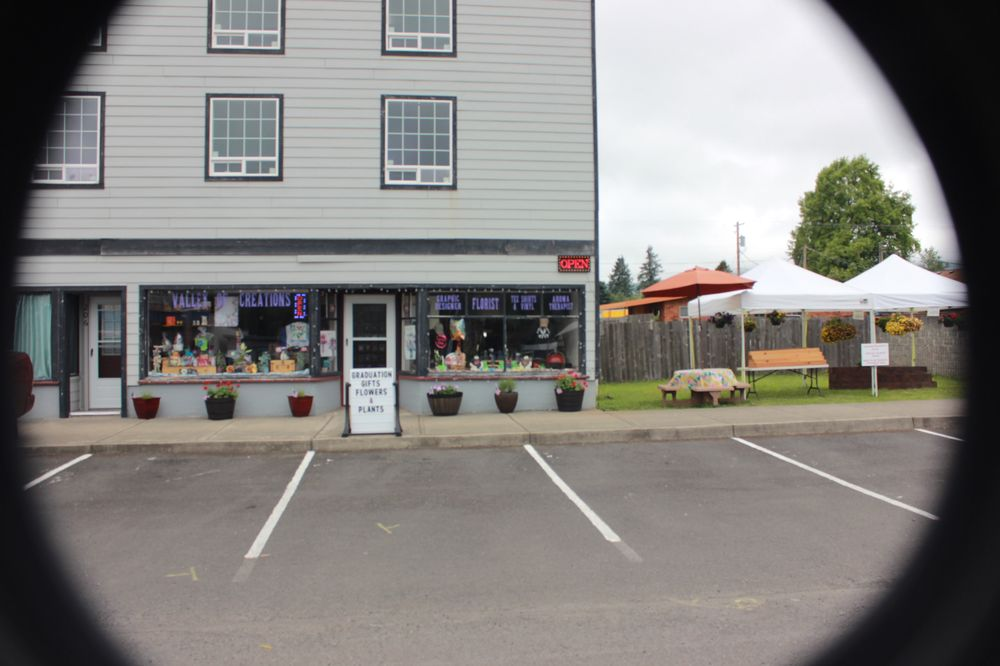 Valley of Creations: 206 E State St, Mossyrock, WA