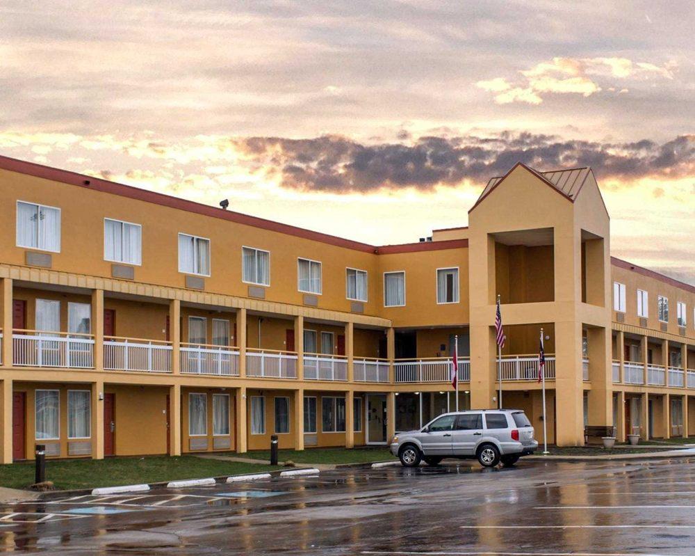 Quality Inn Akron - Fairlawn - 19 Photos - Hotels - 70 Rothrock Loop ...