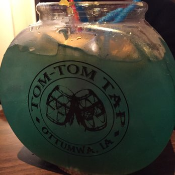 Tom tom tap 13 photos bars 107 e 2nd st ottumwa ia for Restaurants with fish bowl drinks near me