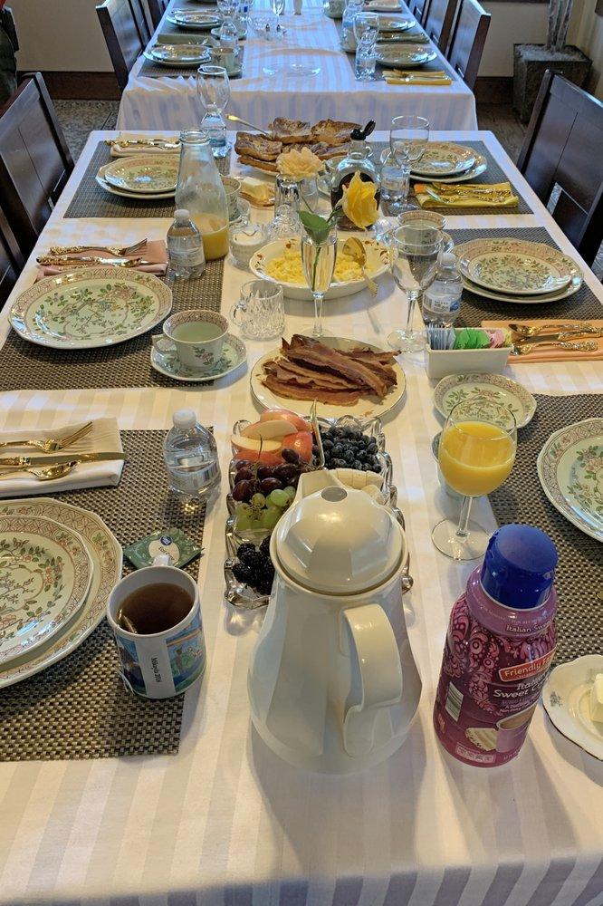 The Thornton Inn Bed and Breakfast: 719 W Abram St, Arlington, TX