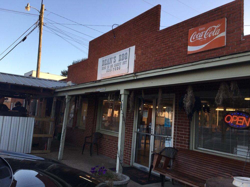 Dean's BBQ: 6778 Church Ave, Potts Camp, MS
