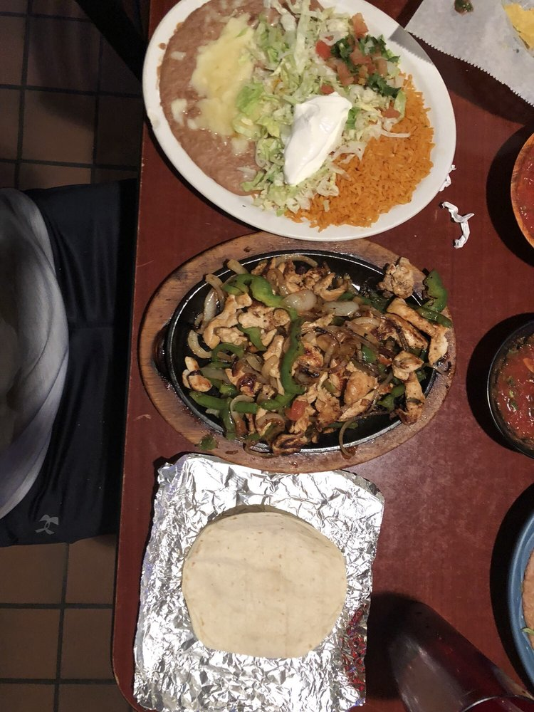 El Tapatio: 322 W 6th St, Junction City, KS