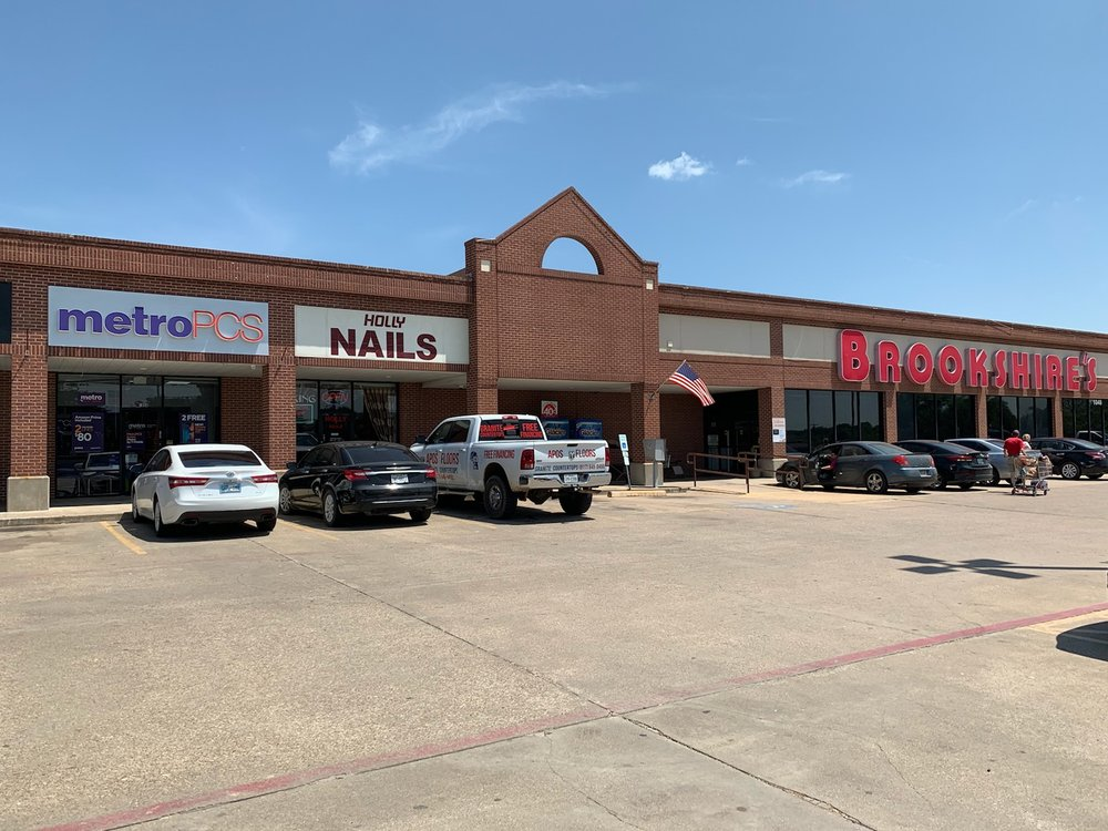 Holly Nails: 1052 W Hwy 67, Alvarado, TX
