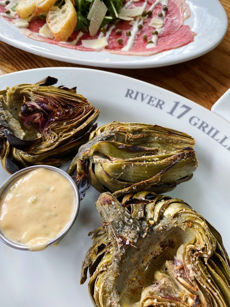 17 River Grille: 17 River St, Chagrin Falls, OH