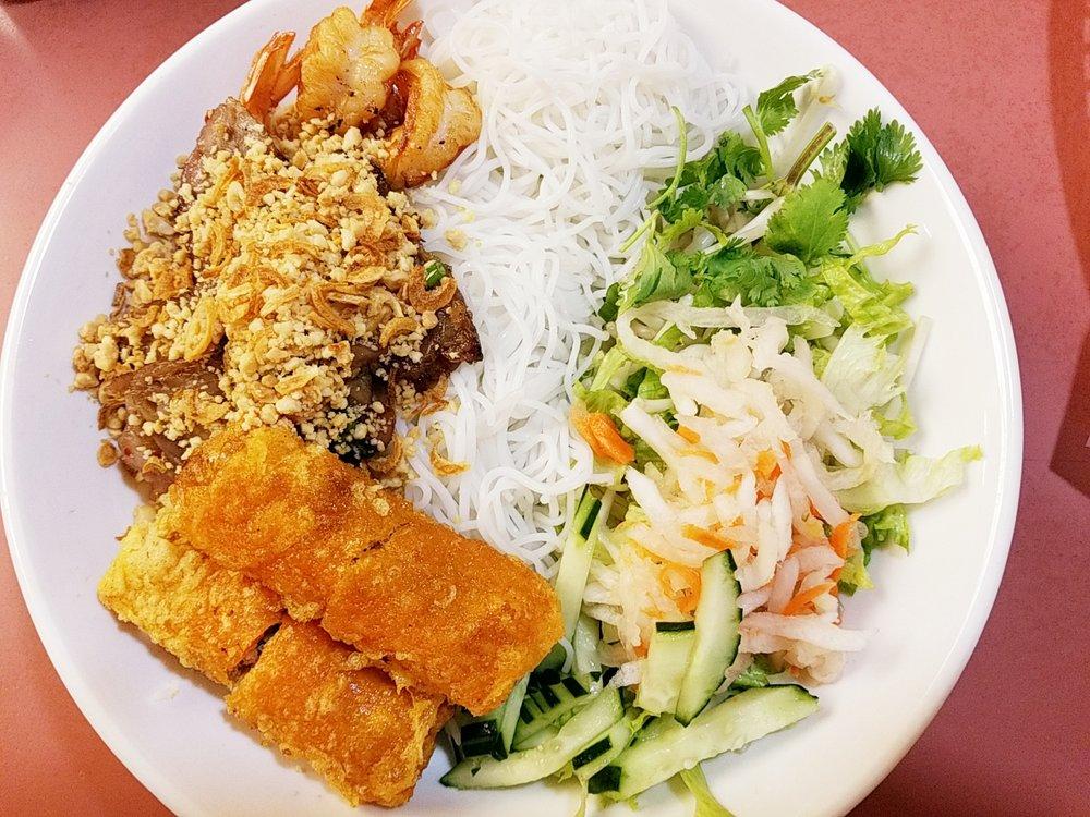 Huong Lan Pho & Sandwiches