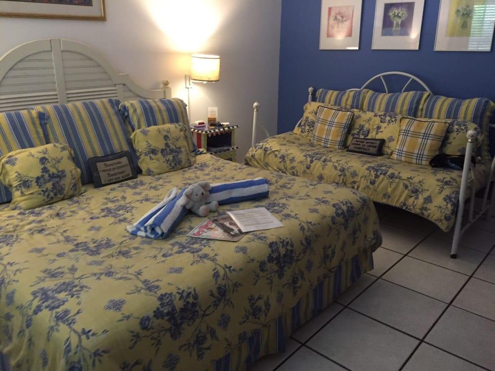Knowles House: 1004 Eaton St, Key West, FL