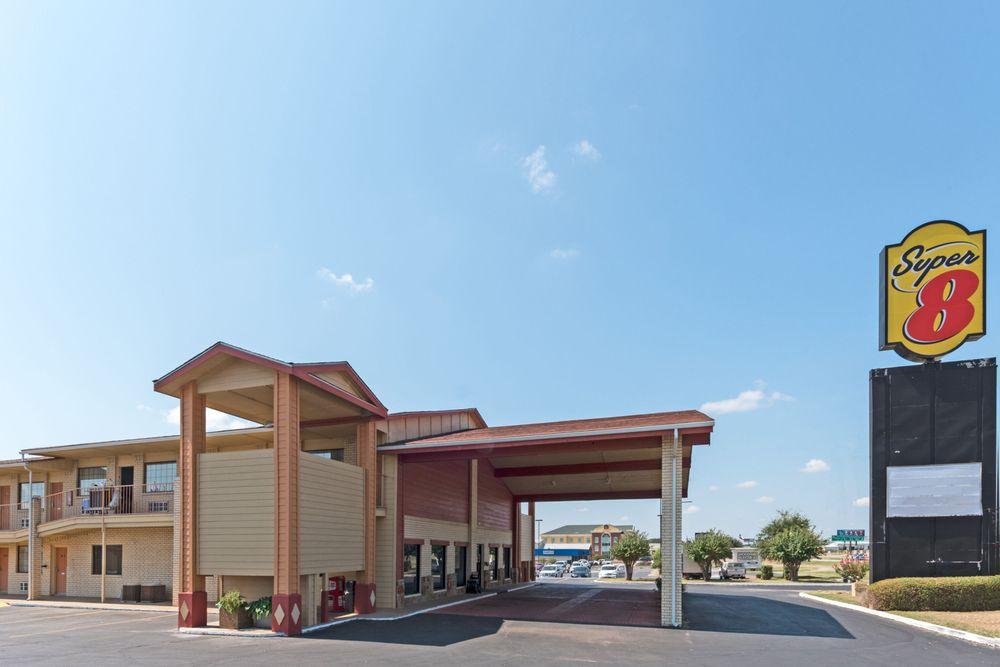 Super 8 by Wyndham Waco/Mall area TX: 6624 Hwy 84 W Woodway Dr, Waco, TX