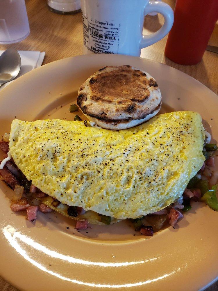 Country Gals Cafe: 9 E Main St, Cambridge, NY