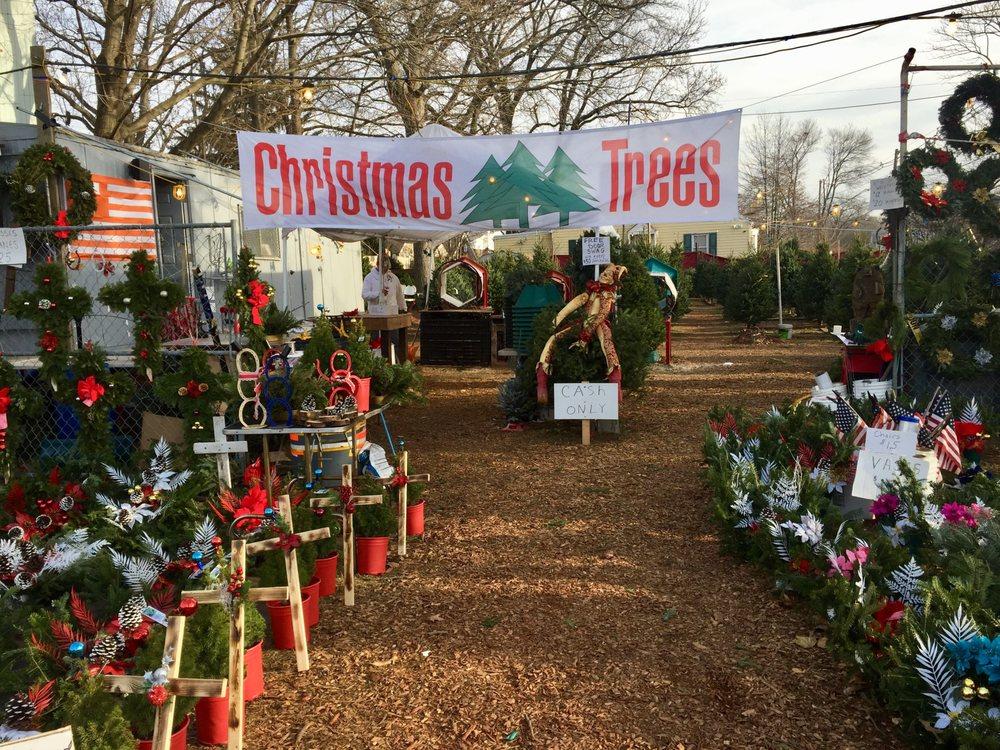 Hester's Christmas Trees: 138 Ridge Rd, Lyndhurst, NJ