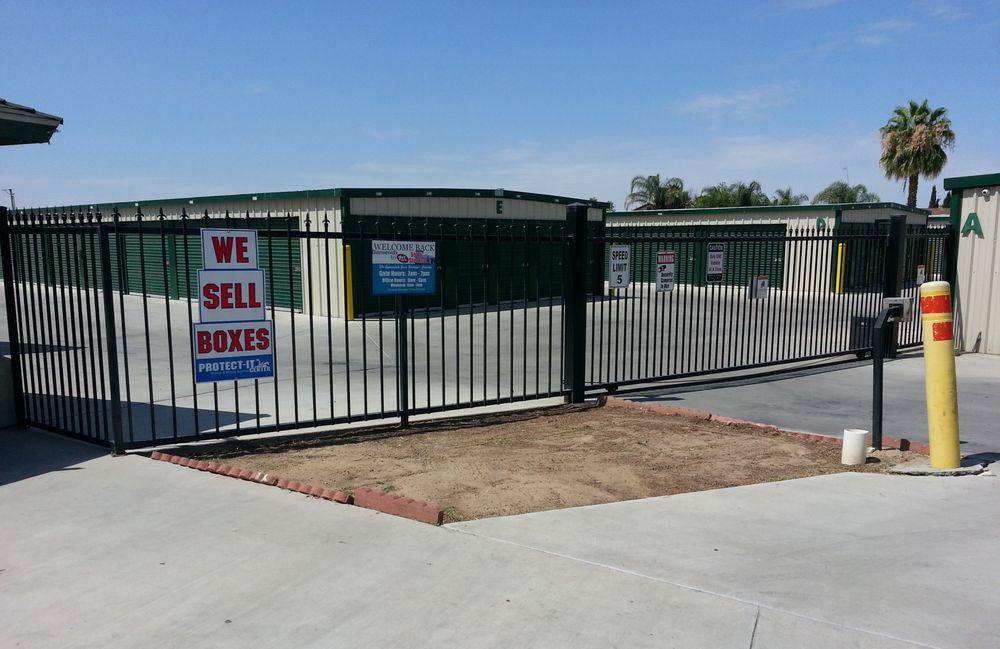 Storage Solution 1st Avenue: 480 1st Ave, Delano, CA