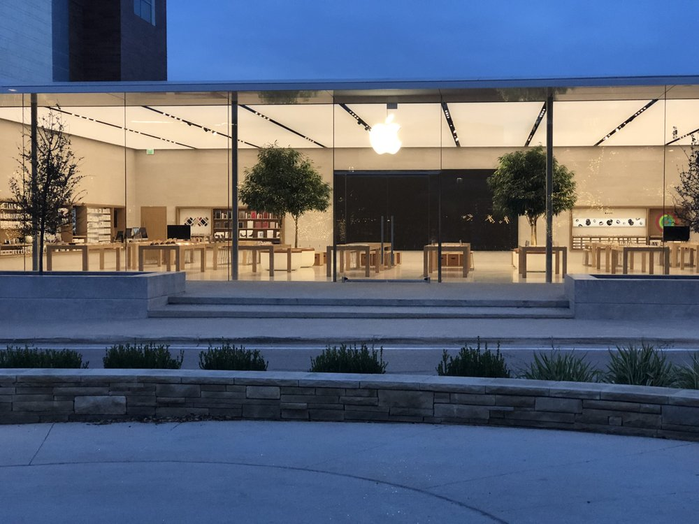 apple store at the domain