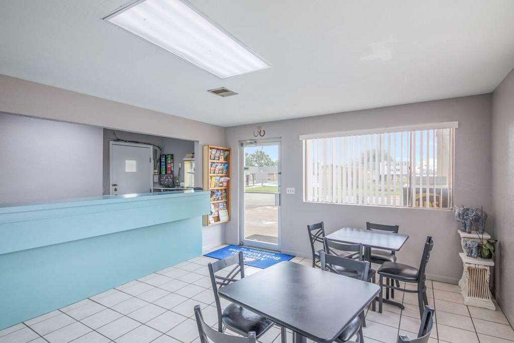 Americas Best Value Inn Giddings: 1600 E. Austin Street, Giddings, TX