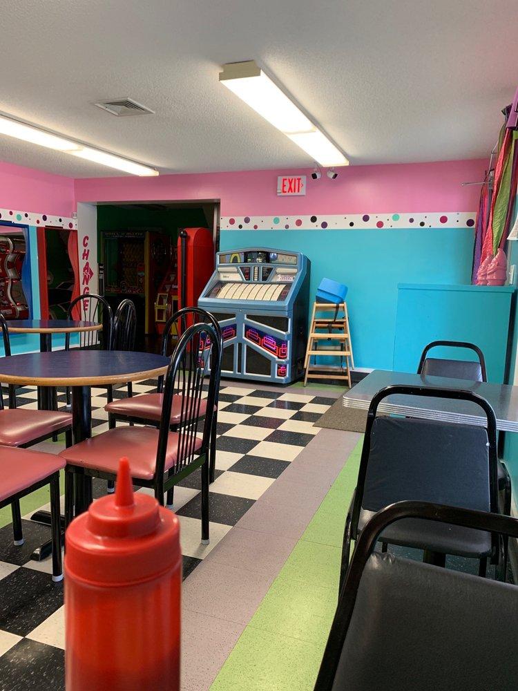 Ra Ra's Ice Cream Parlor: 340 Prospect St, Moosup, CT