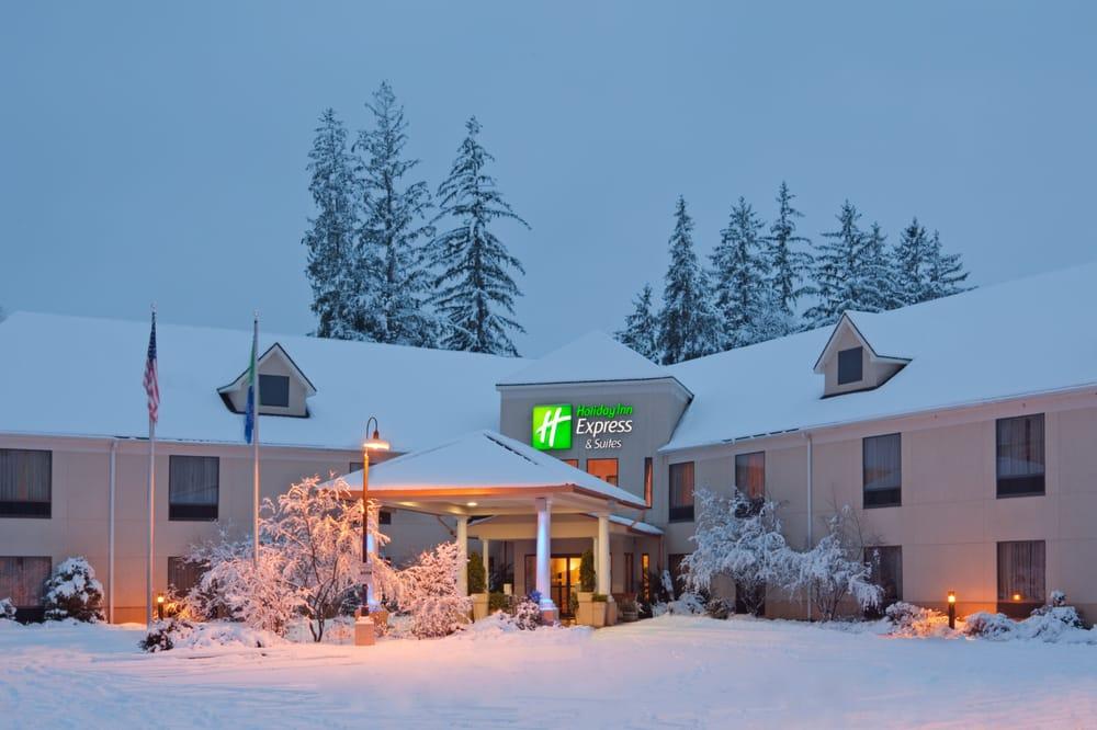 Holiday Inn Express & Suites Great Barrington - Lenox Area: 415 Stockbridge Rd, Great Barrington, MA