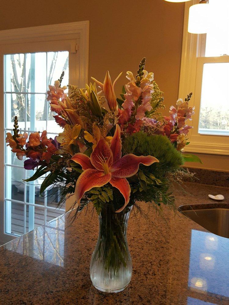 Floral Acres Florist: 40870 N Il Route 83, Antioch, IL