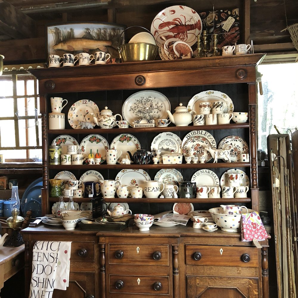 Country Garden Antiques: 6451 Yakima Valley Hwy, Wapato, WA