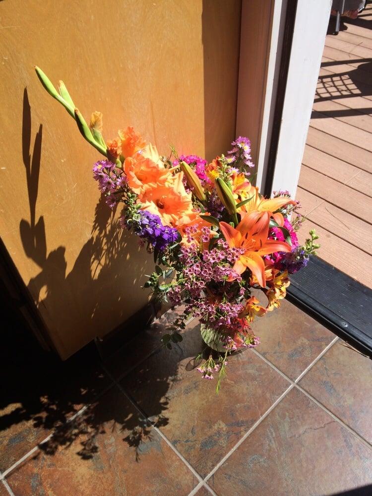 Petals: 315 S Mt Shasta Blvd, Mount Shasta, CA