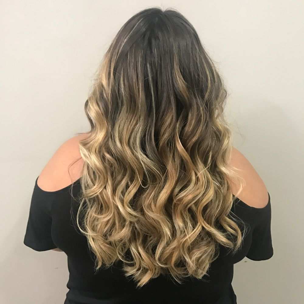 Foilayage Highlights To Achieve Lighter Colors On Dark Hair Colors