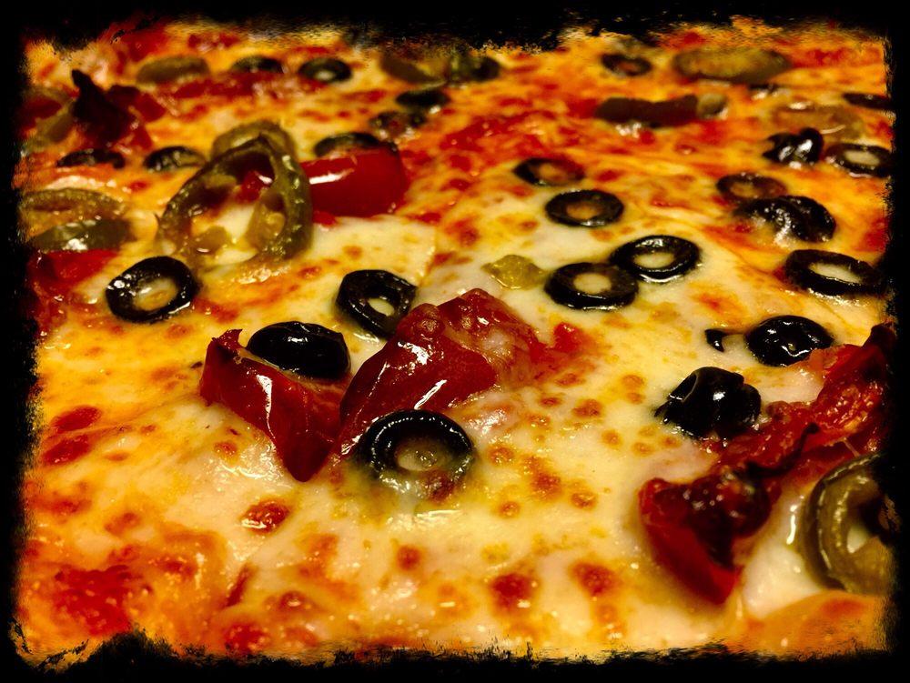 Matt's Smalltown Pizza: 53 Main St, Senoia, GA