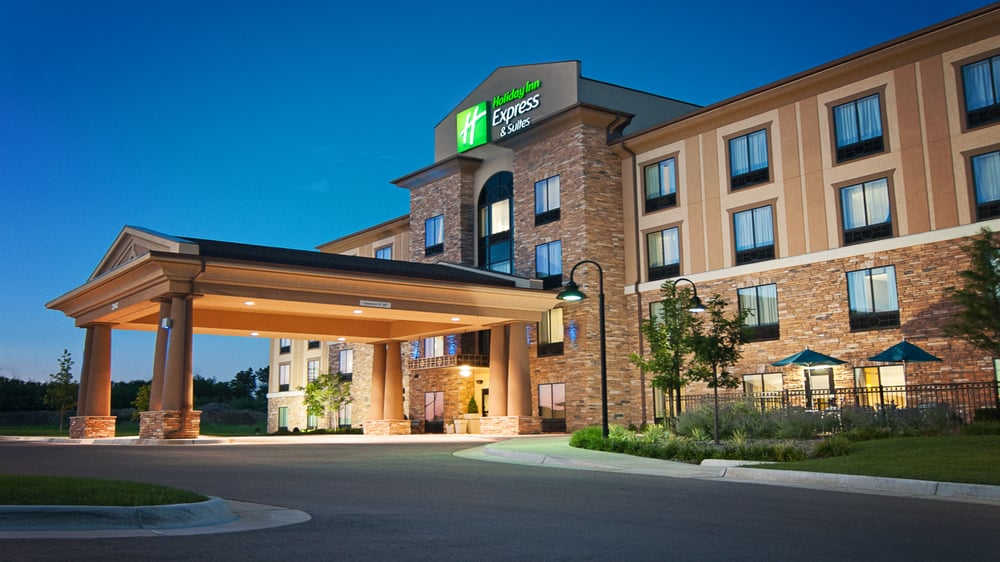 Holiday Inn Express & Suites Wichita Northeast: 2340 N Greenwich Rd, Wichita, KS