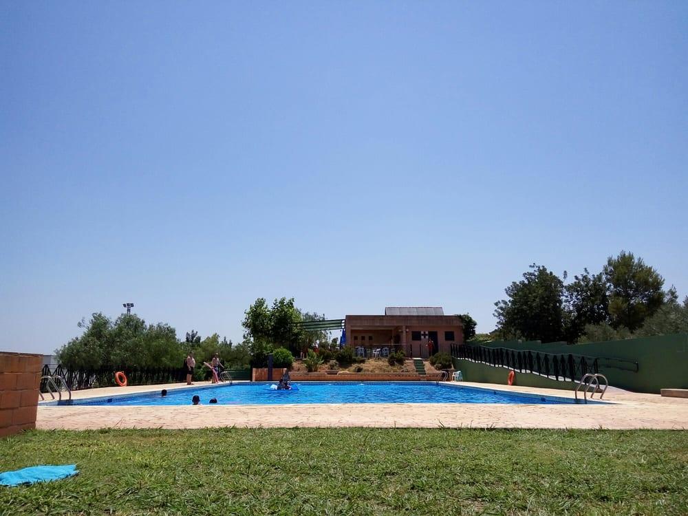 Piscina municipal de llombai 13 fotos schwimmb der for Piscina municipal de valencia