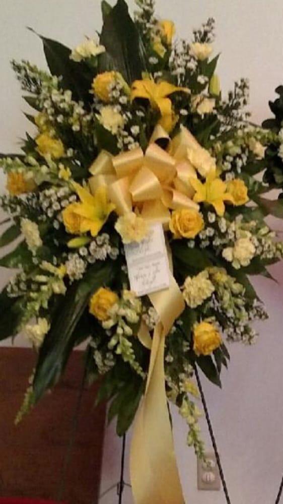 Brenda's Balloons Flowers & Gifts: 224 Main St N, New Ellenton, SC