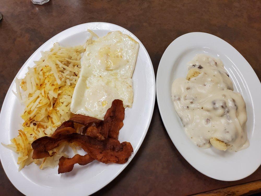 Chrisman Cafe: 132 N Illinois St, Chrisman, IL