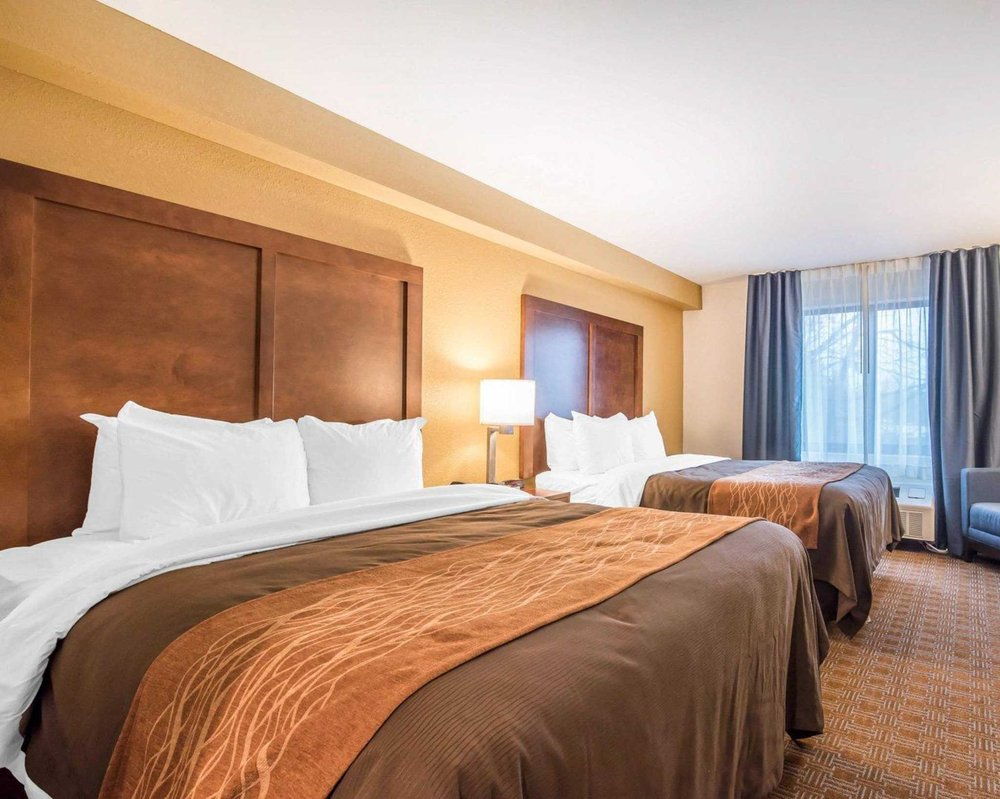 Comfort Inn & Suites: 1186 Putney Rd, Brattleboro, VT