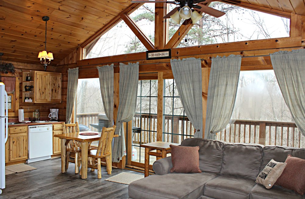 Valley View Cabins: 29176 Klump Rd, Sugar Grove, OH