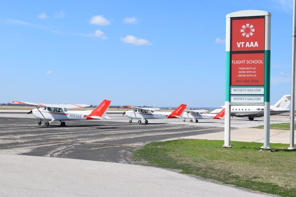 VT AAA Flight School 1806 Entrance Dr New Braunfels, TX Flight