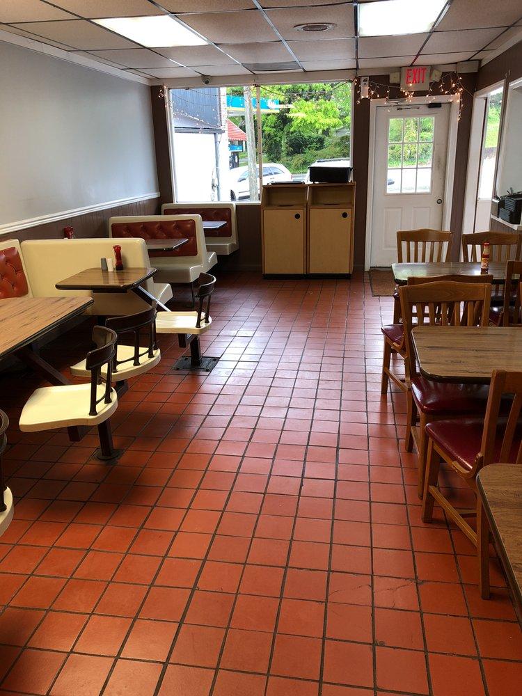 Kc's Corner Restaurant: 11877 Fairmount Hwy SE, Fairmount, GA