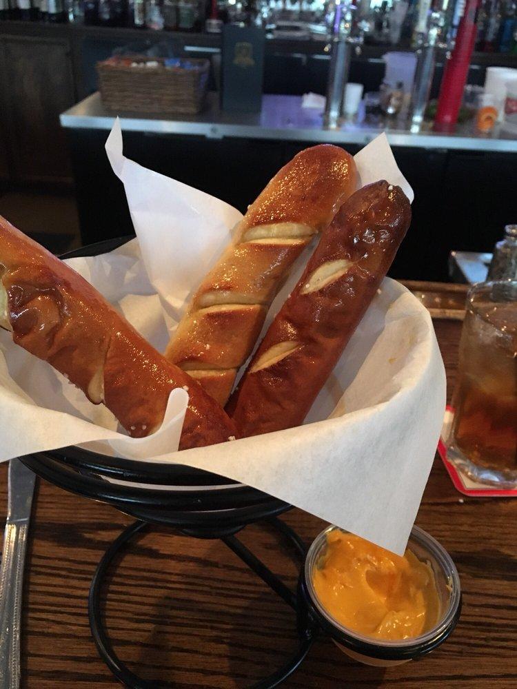 Kennedy Pointe Restaurant & Pub: 2245 Kennedy Dr, Bristol, IL