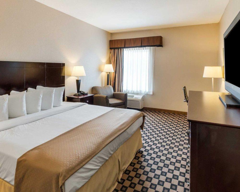 Quality Inn & Suites: 1012 N Ellis St, Groesbeck, TX