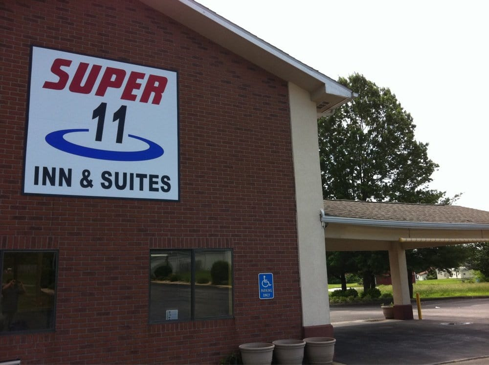 Super 8 Motel: 88 Home Run Rd, Munfordville, KY