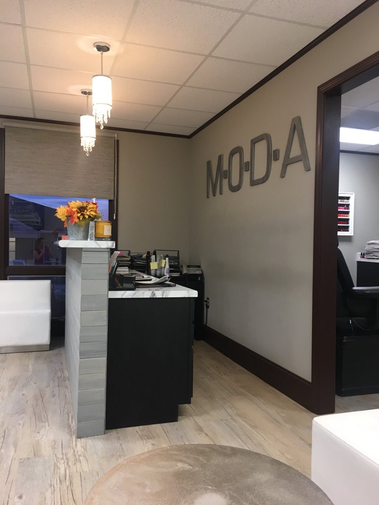 Moda Salon & Spa: 2206 Eastland Dr, Bloomington, IL