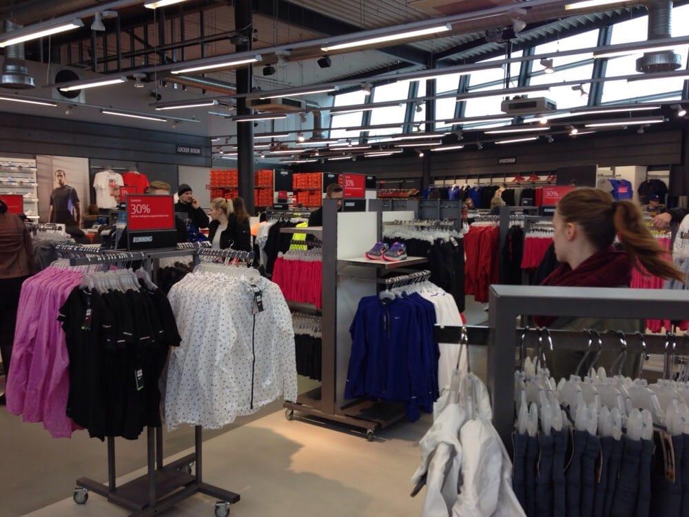 Nike Factory Store - Sports Wear - An der Vorburg 1, Wolfsburg ...