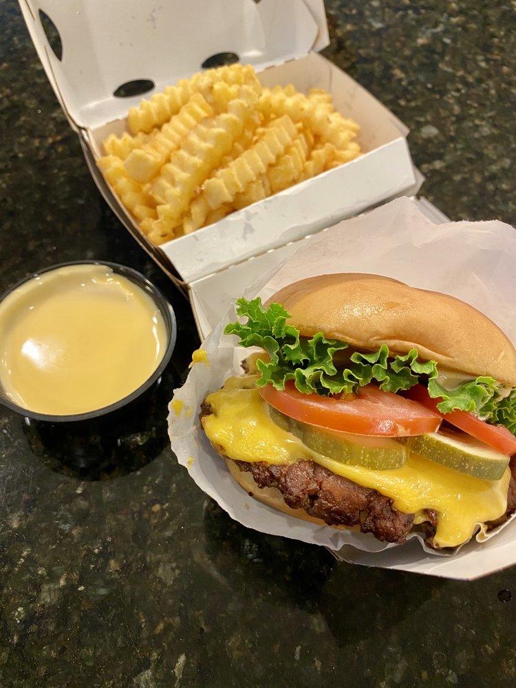 Shake Shack: 1710 R Street, Sacramento, CA