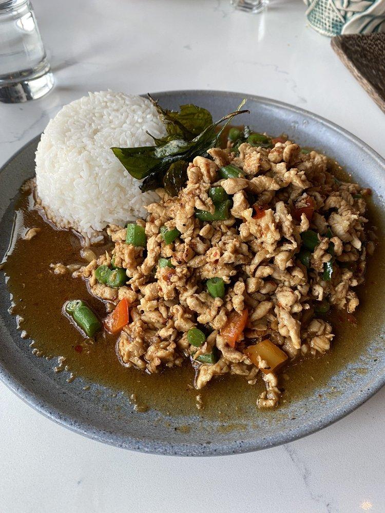 Tiki Thai: 12100 Sunset Hills Rd, Reston, VA